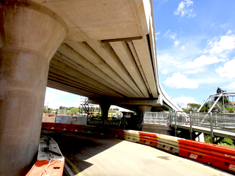 Eastern Busway viaduct construction
