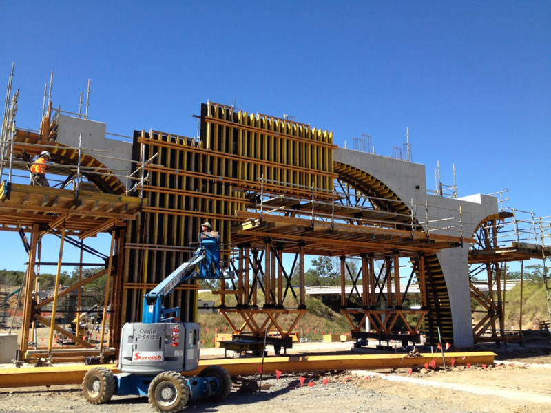 Construction of 6 Bridges Construction of Springfield Station Arch Pier System Used a modular travelling form work system Challenging major project Abutments, capping beams, columns, headstocks and deck slabs Bridges occurring concurrently